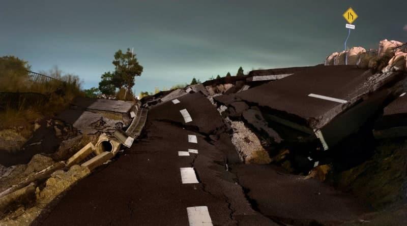 © Kaiju par Massimo Mastrorillo / Projet Versus